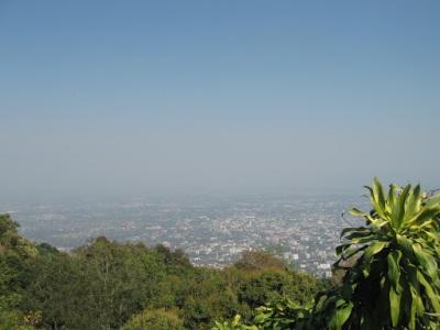 A vista do lado de fora do templo, no alto de uma montanha