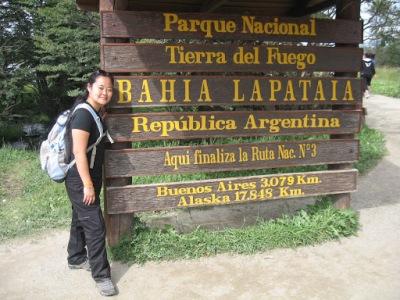 Chegada a Bahia Lapataia e fim da trilha. Daí saem os ônibus da volta