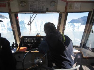 Barco chegando na geleira
