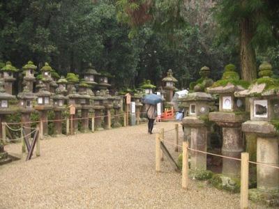 Caminho que leva a entrada do Kasuga Taisha