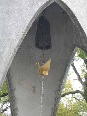 Detalhe do sino. O tsuru é o símbolo da felicidade e longevidade
