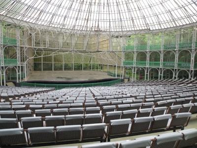 O auditório. Aqui acontecem apresentações populares