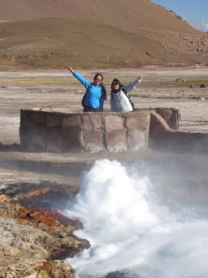 Mais geysers atrás da piscina