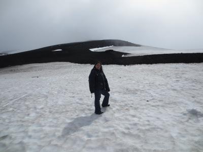 O cume do vulcão está logo atrás, pena que não dá pra ver
