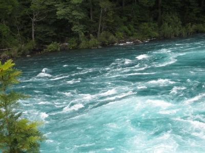 Água azul e cristalina